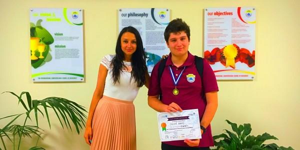 "Pe podium la Concursul National ""Shakespeare School Essay Competition"""